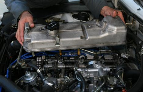 Why is My Valve Cover Gasket Leaking? | BlueDevil Products