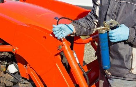 Greasing Tractor Piston, hydraulic service